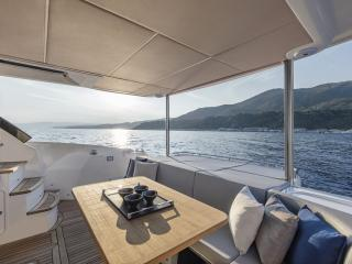Absolute 50 FLY Concessionnaire Modern Boat Cannes Mandelieu