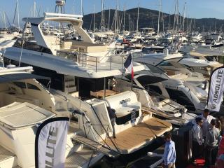 Salon Mandelieu Modern boat Absolute